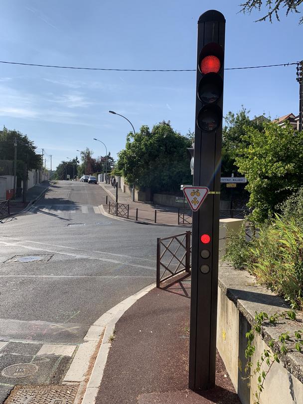 """Panneau """"Cédez le passage"""" pour les vélos"""