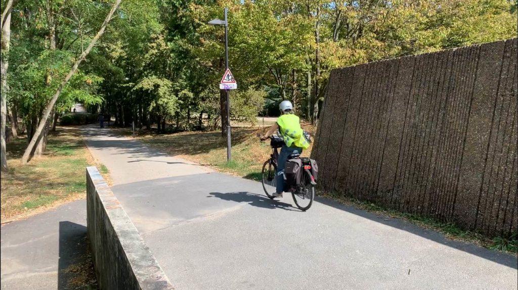 Coulée verte Sceaux avant l'aménagement - Mise en situation avec un cycliste